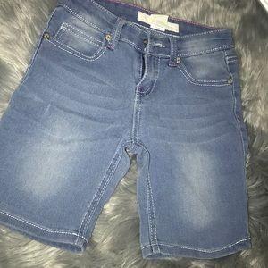 Medium Washed Bermuda Short